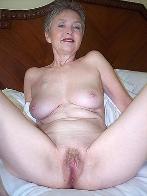 60 naked women at Nude Oldies