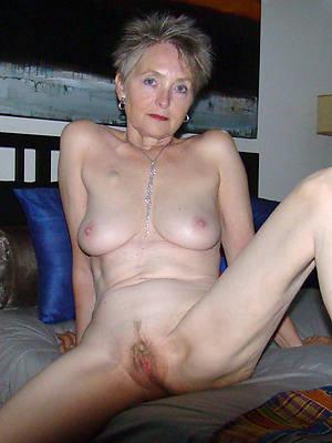 Frauen naked single Naked moms