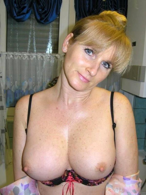 Nude single women