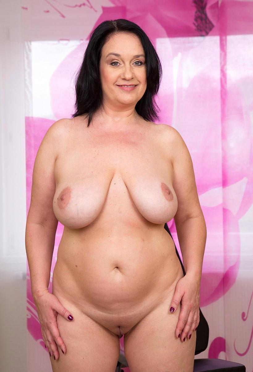 nude vegas showgirls pics
