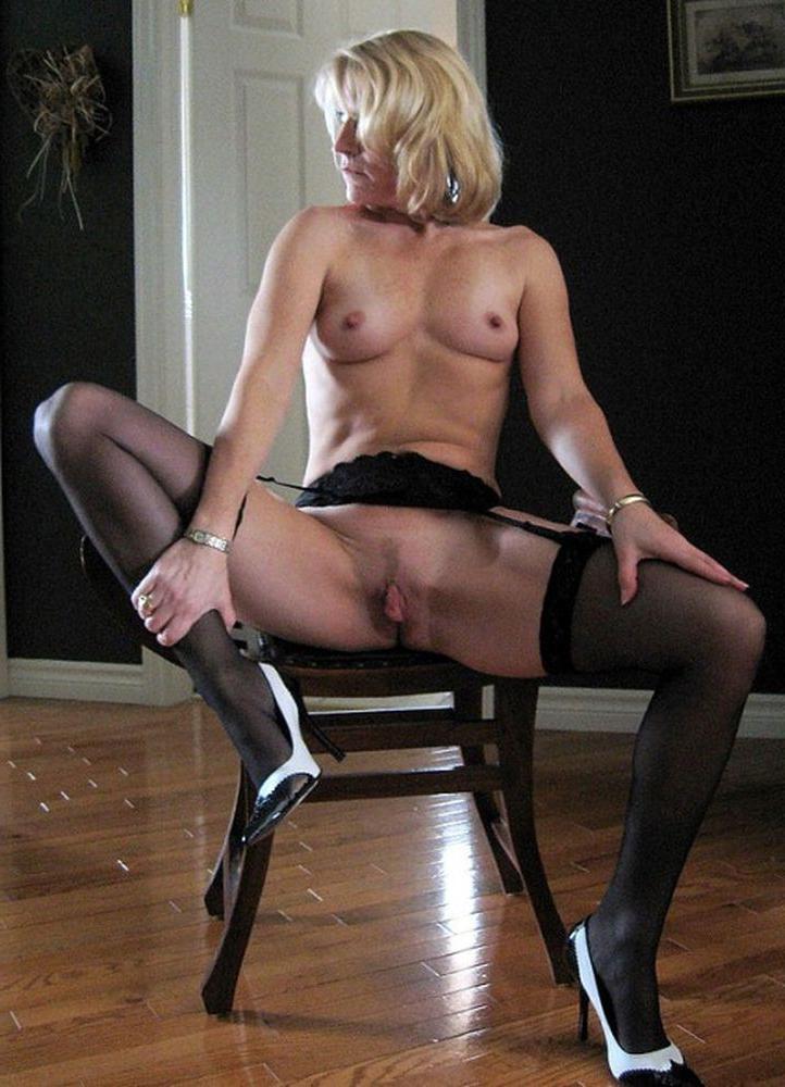 onlyblog milf pantyhose nude