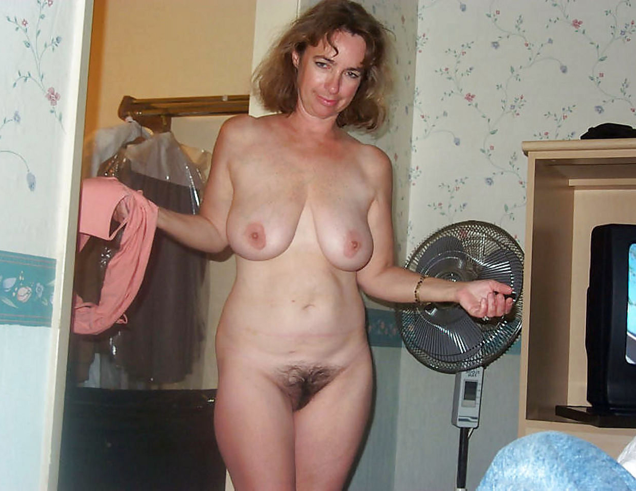 Naked old housewives