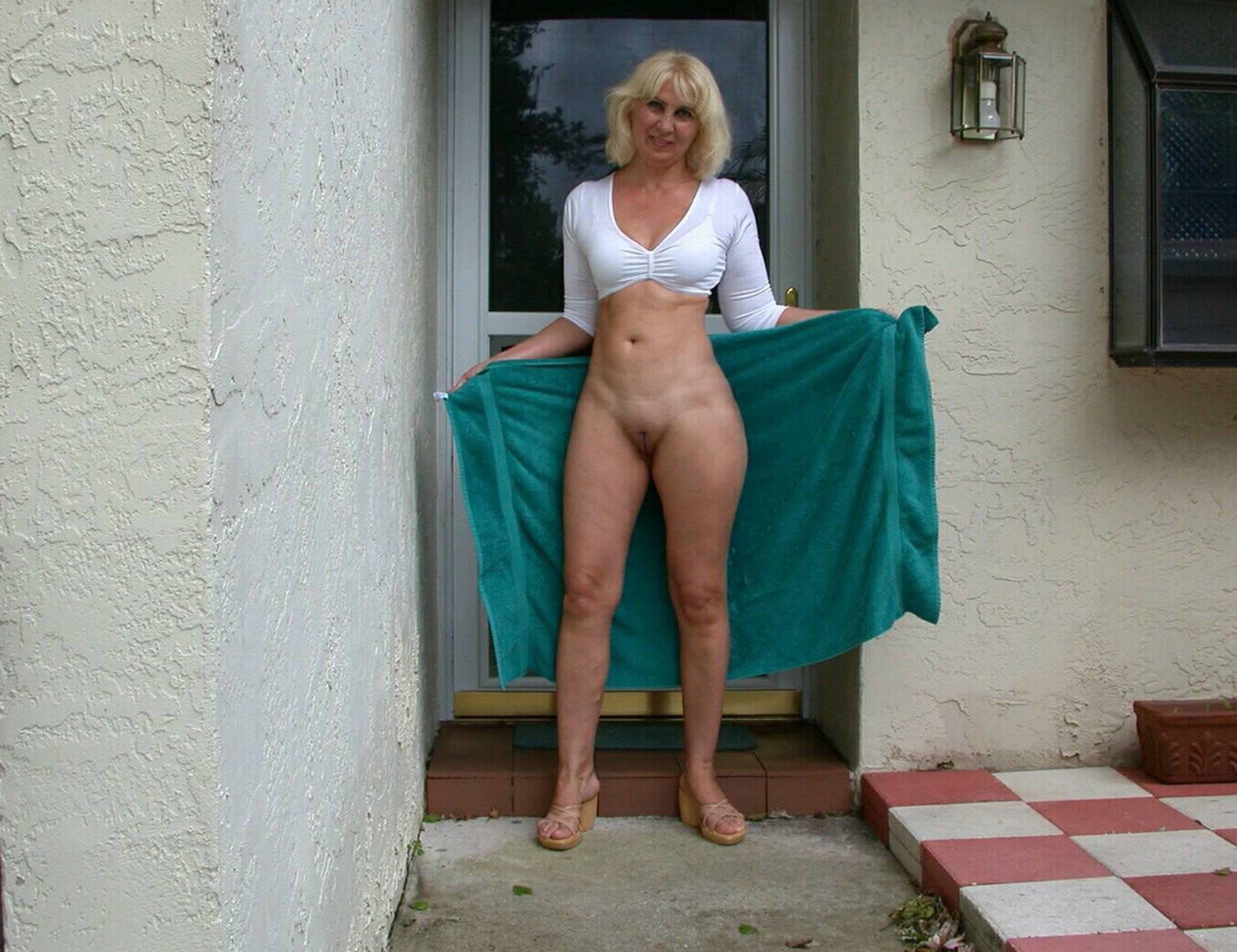 Sharon Wild  nackt