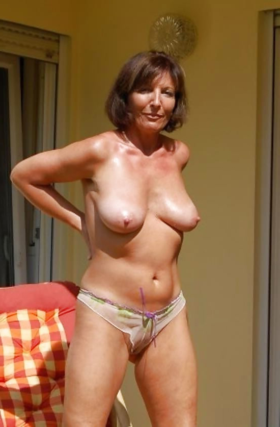 Women natural naked Nude Mature